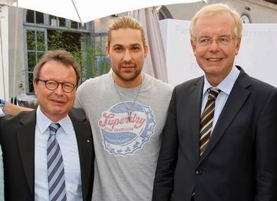 http://www.fff-bayern.de/uploads/pics/F_r_PM_Schaefer_Garrett_Kreuzer.jpg